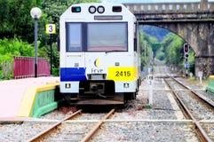 Поезд пассажира тепловозный. Стоковое Изображение RF