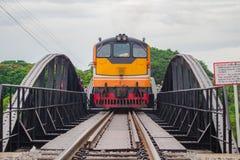 Поезд пересекал мост Стоковая Фотография RF
