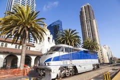 Поезд приезжает на станцию соединения в Сан-Диего Стоковое Фото
