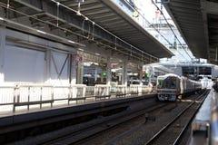 Поезд причаливая станции Осака Стоковые Фотографии RF