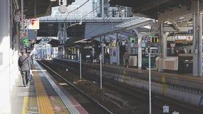 Поезд причаливая станции Осака Стоковые Изображения RF
