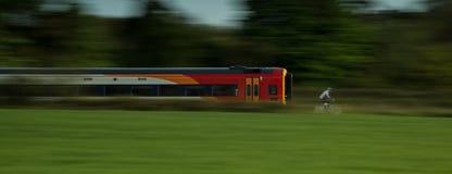 Поезд против цикла Стоковые Изображения