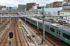 Поезд проходя железнодорожный вокзал Ueno Стоковые Фотографии RF