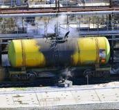Поезд транспортирует танки с маслом и топливом стоковая фотография rf