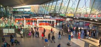 Поезд, трубка и автобусная станция, одно самой большой транспортной развязки Лондона и Великобритания Стратфорда международный Стоковая Фотография RF