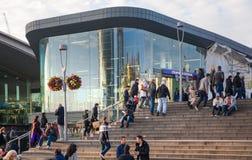 Поезд, трубка и автобусная станция, одно самой большой транспортной развязки Лондона и Великобритания Стратфорда международный Стоковые Изображения RF