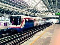 Поезд уходит станция Стоковые Изображения