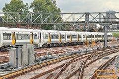 Поезд уходя от станции моста Лондона Стоковые Фото