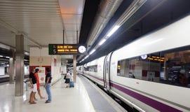 Поезд AVE на платформе Стоковое Изображение RF