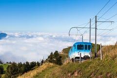 Поезд Cogwheel na górze горы Rigi Стоковая Фотография