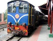 Поезд Darjeeling игрушки стоковые изображения rf