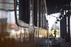 Поезд Tawang Jaya запуская самое длинное к Джакарте Стоковые Изображения
