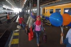 Поезд Tawang Jaya запуская самое длинное к Джакарте Стоковое Изображение RF