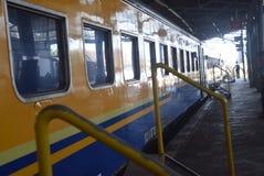 Поезд Tawang Jaya запуская самое длинное к Джакарте Стоковое Фото