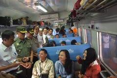 Поезд Tawang Jaya запуская самое длинное к Джакарте Стоковая Фотография