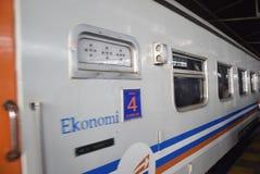 Поезд Tawang Jaya запуская самое длинное к Джакарте Стоковые Изображения RF