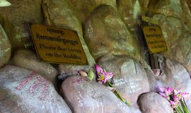 ` Пожалуйста надевает ` t пишет на ` Будды стоковая фотография