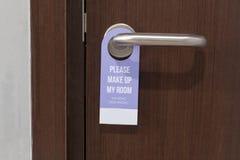 Пожалуйста составьте мой знак комнаты на ручке двери в гостинице Стоковая Фотография RF