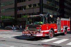 Пожарная машина быстро проходя - вверх в городском Чикаго Стоковое фото RF