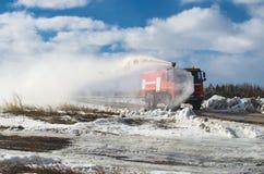 Пожарная машина и вода от демонстрации пожарных рукавов Стоковые Фото