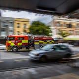 Пожарная машина на пути к огню стоковое фото rf