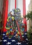 Пожарные дани упаденные во время 11-ое сентября 2001 в центре города Манхаттане стоковая фотография rf