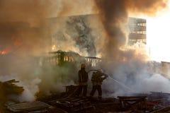 Пожарные на работе Стоковое фото RF