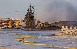 Пожарные положили вне последние остатки Черчилля, Канады, огня гостиницы Стоковое Изображение