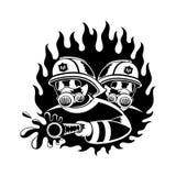Пожарные тушат огонь Стоковое Изображение