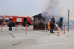 Пожарный в действии стоковые фото