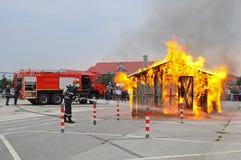 Пожарный в действии Стоковые Фотографии RF