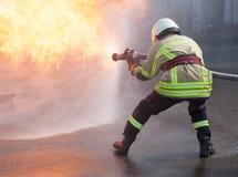 Пожарный в действии Стоковое фото RF