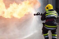 Пожарный в действии Стоковая Фотография RF
