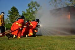 пожарный моча против огня Стоковое Изображение RF