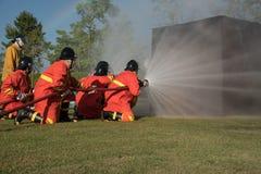 пожарный моча против огня Стоковое фото RF