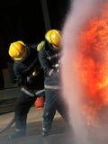 Пожарный на огне Стоковая Фотография