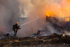 Пожарный на работе Стоковое Изображение