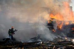 Пожарный на работе Стоковое фото RF