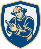 Пожарный пожарного направляя экран пожарного рукава ретро иллюстрация штока