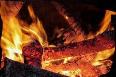пожар естественный Горящая древесина в печи Стоковое Изображение