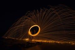 Пожар закручивая от стальных шерстей Стоковое Изображение