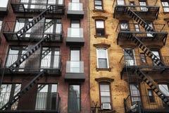 пожар избежания здания предпосылки зодчества непредвиденный вне лестниц урбанских Стоковое Изображение RF