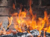 Пожар над углями Стоковая Фотография