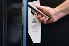 Пожалуйста не нарушьте знак на двери комнаты Стоковое Изображение
