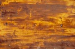 Пожелтейте покрытую эмалью краску треская и показывая внутренний металл Стоковые Фото