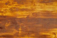 Пожелтейте покрытую эмалью краску треская и показывая внутренний металл Стоковая Фотография