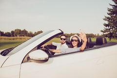 Пожененная семья, ослабляет избежание, назначение туризма, Д-р езды скорости стоковое изображение