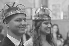 Пожененные пары в православной церков церков Стоковые Изображения RF