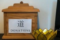 Пожертвование наклоняет коробку стоковые изображения