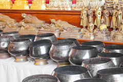 Пожертвование шара монах стоковые фото